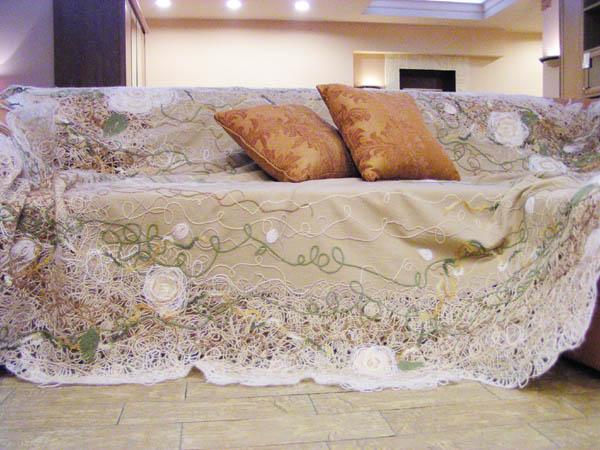 диванное украшение